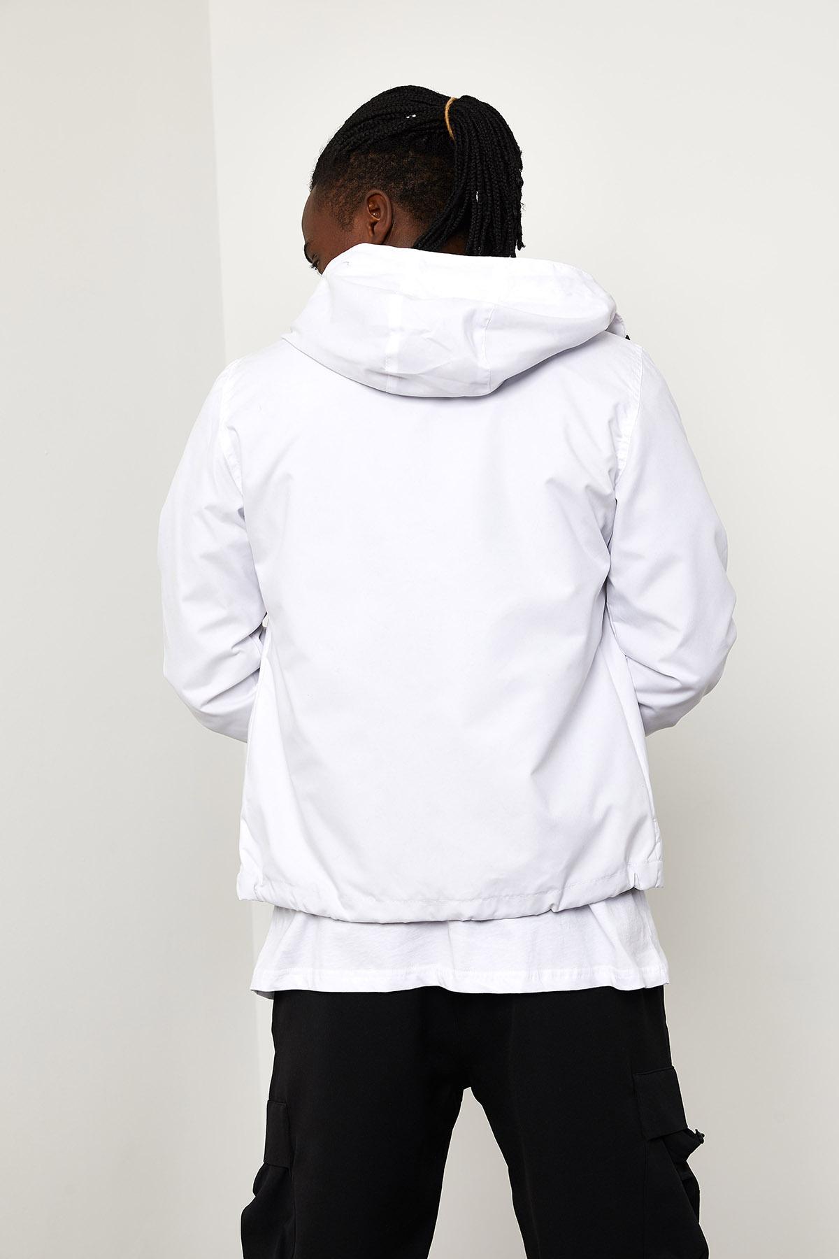 Beyaz Kapüşonlü Yağmurluk 1YXE8-44963-01