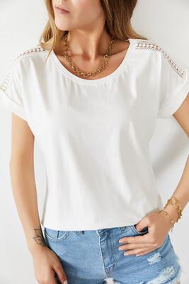 XHAN - Beyaz Omuzları Dantelli Tişört 0YXK1-43912-01