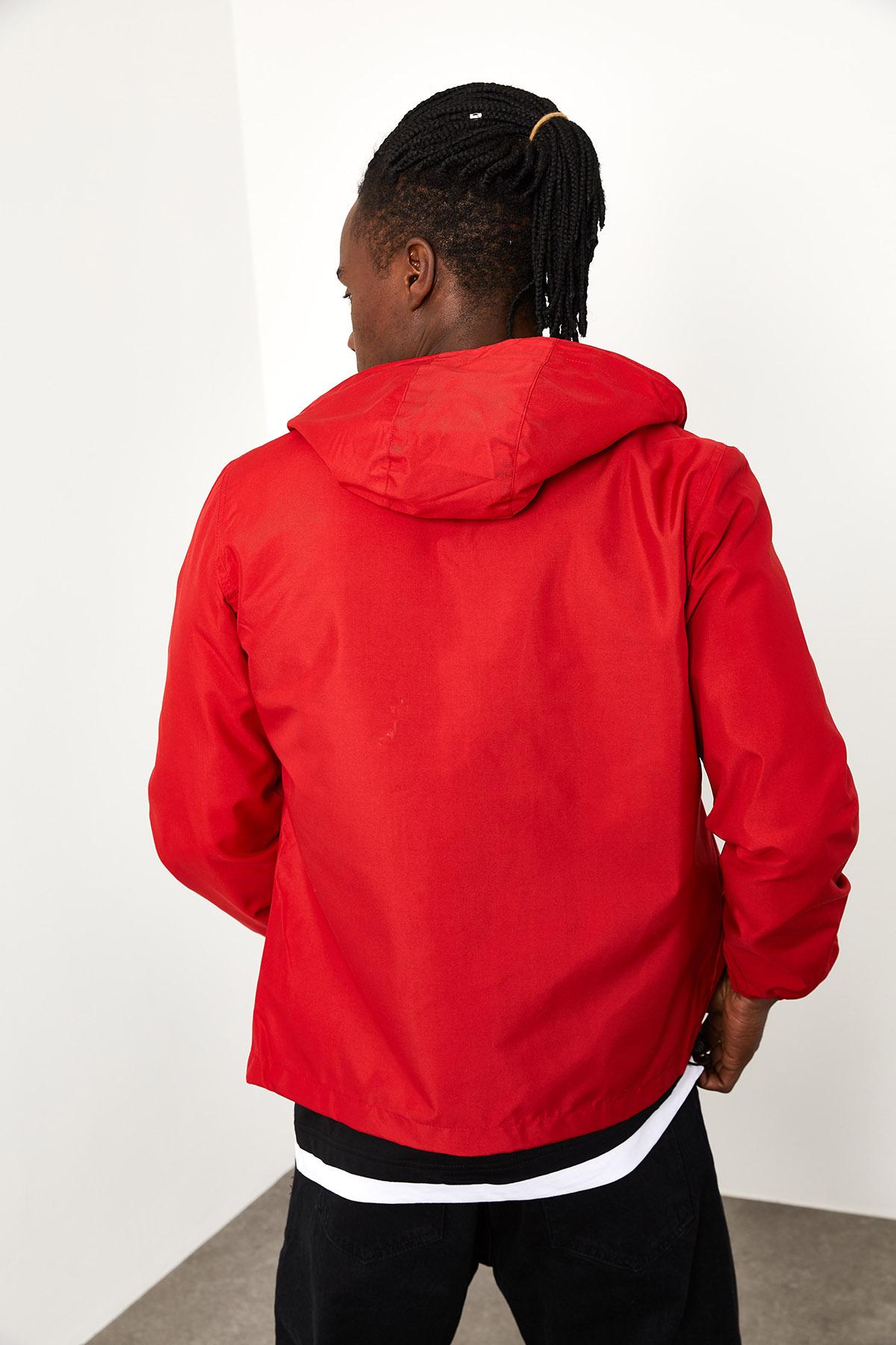 Kırmızı Kapüşonlü Yağmurluk 1YXE8-44963-04