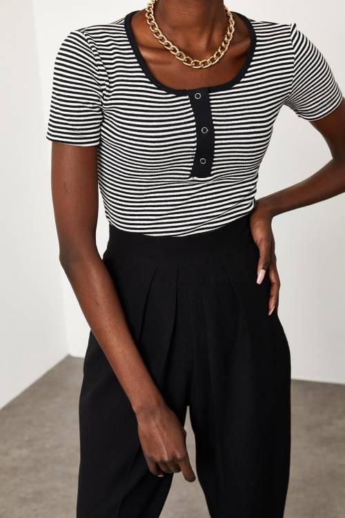 XHAN - Siyah & Beyaz Çıtçıtlı Çizgili Kaşkorse Bluz 1KZK2-11517-86