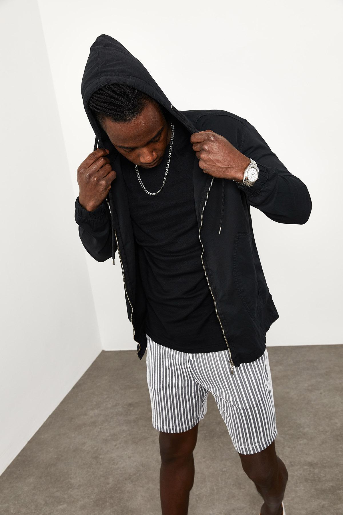 Siyah Kapüşonlu Mevsimlik Ceket 1YXE8-44964-02
